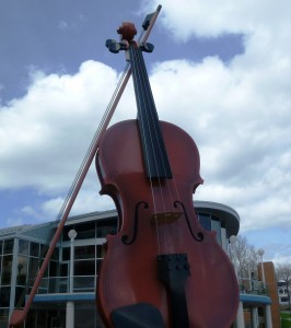 larget fiddle in the world